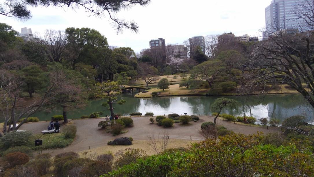 六義園_藤代峠から見た池