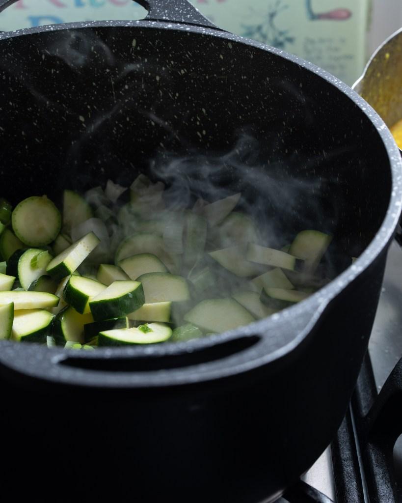 מרק חמוד מאוד - מרק ירוק של סאורלי ברונשטיין בלוג המתכונים סירפלא נמרוד סונדרס צלם