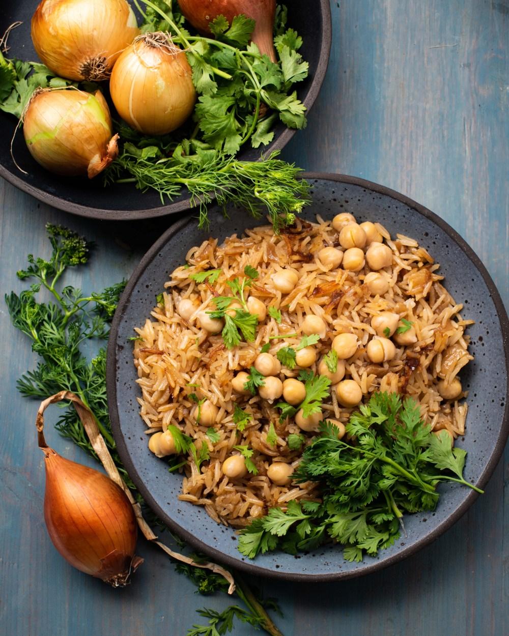 אורז בצל עם חומוסים סירפלא