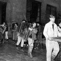 図4.「泥の天使たち」による作品の緊急避難(1966年洪水アーカイヴ)