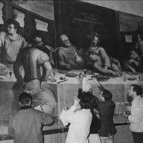 図4. ジョルジョ・ヴァザーリ《最後の晩餐》応急処置作業風景(国立貴石保存修復研究所修復記録)