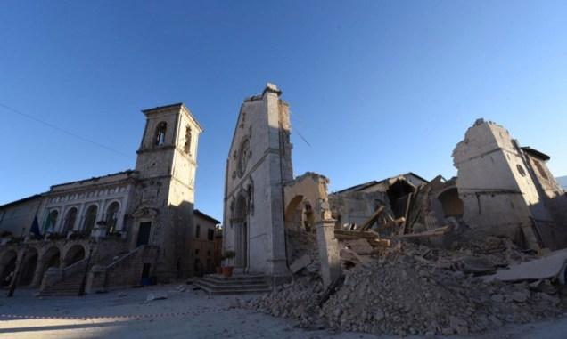 図5 ノルチャの崩壊した聖ベネディクト聖堂 Panorama, Tutti i danni al patrimonio artistico, 31 Ottobre 2016. (http://www.panorama.it/news/cronaca/terremoto-tutti-i-danni-al-patrimonio-artistico-foto-e-video/)