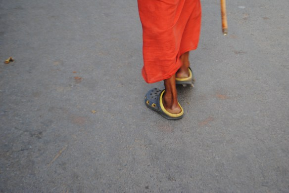 A Hindu priest in crocs: a classic example of the mixing between old and new