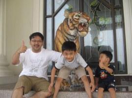 patung macan