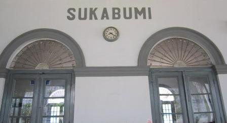Pintu stasiun...