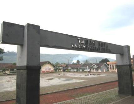 Gerbang Taman Kota Karang Tengah Cibadak