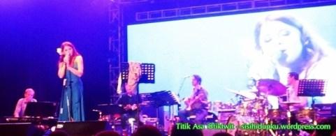 Renee Olstead on stage