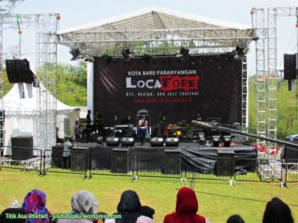 Ini Amphitheatre Stage, satu dari tiga stage yang telah disiapkan.