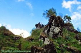 Bukit Batu Pandang yang menjulang.