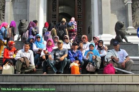 Befoto dulu dipintu Kebun Raya Bogor