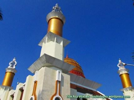 Menara dan kubah Masjid Agung Sukabumi.