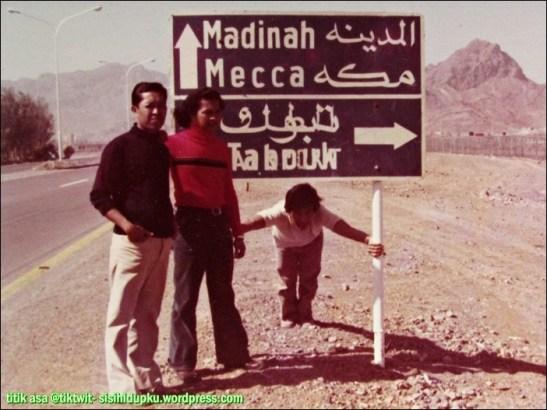 Bapak di jalan menuju Mekah dan Madinah.