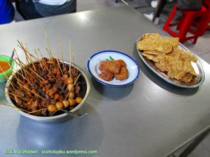 Teman makan soto ayam.