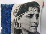 zoom sur le Coussin Fatya Bleu Foncé - collection berbère - sissimorocco