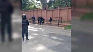 El hombre que lanzó una bomba molotov a la Quinta de Olivos volvió al lugar y amenazó con quitarse la vida