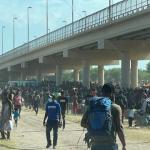 Estados Unidos cierra frontera en Texas para frenar a migrantes