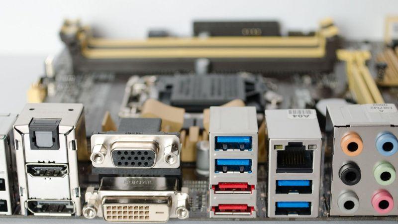 Elementos de un ordenador: Conectores externos e internos