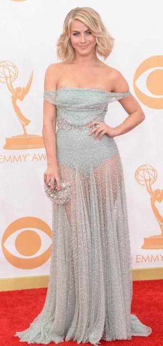 Há quem possa desgostar do vestido de Julianne Hough por causa da transparência combinada com hot pants, mas eu achei esse Jenny Packham lindo, delicado e sexy na medida.