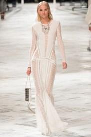 Roberto Cavalli sambou com esse vestido. Elegante, sexy, feminino, poderoso. Poucas seguram tanta transparência sem ficar vulgar.