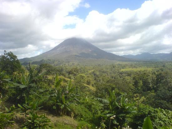 Costa Rica arenal-volcano[1]
