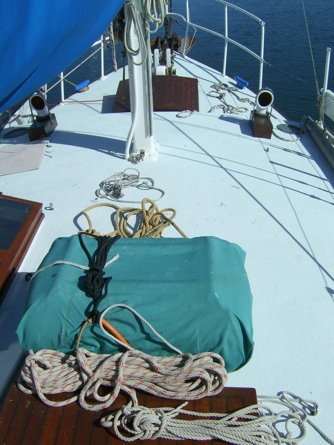 Photos for selling a boat - don't forget the deck