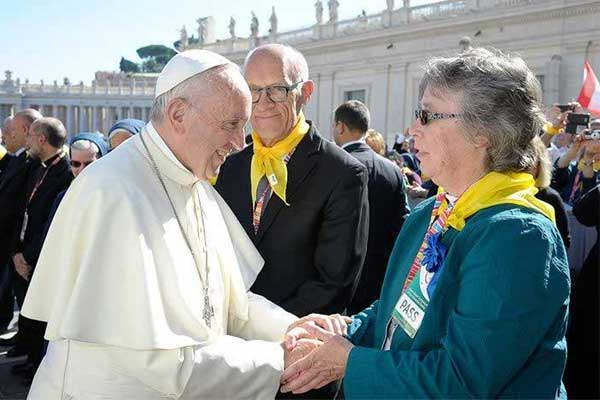Sister-Eileen-Haynes-SCL-with-Pope-Francis