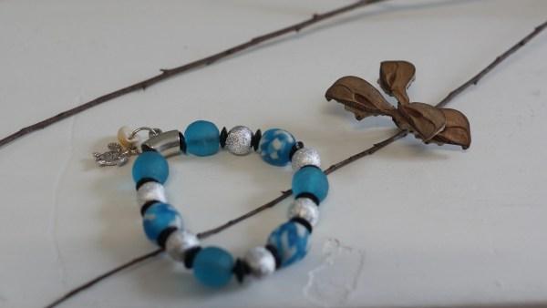 lily blue beads bracelet