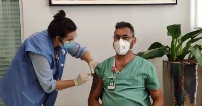 Profissionais da linha de frente contra a Covid-19 são vacinados na Unimed Litoral
