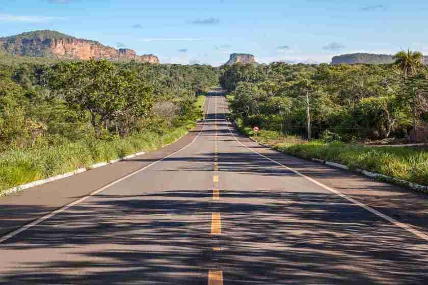 estrada livre com natureza