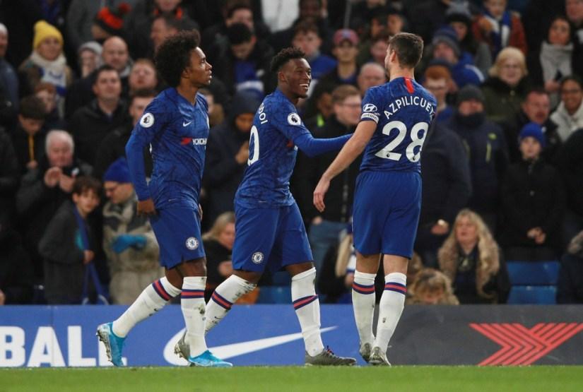 Willian participa da comemoração do gol de Hudson-Odoi pelo Chelsea — Foto: Reuters