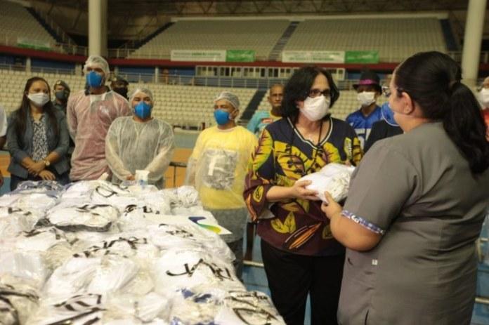 Governo entrega 60 mil cestas de alimentos a indígenas em Manaus