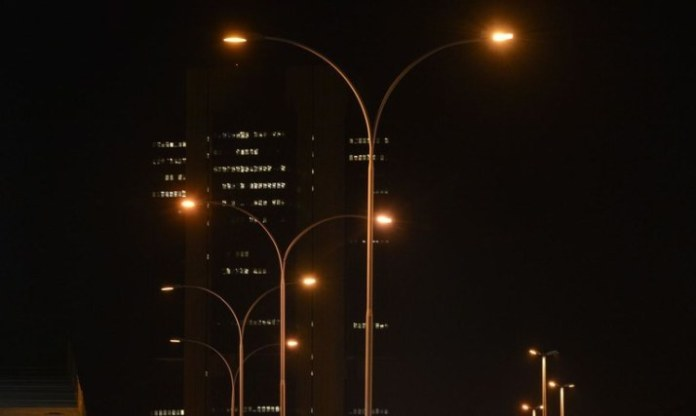 Redes de iluminação pública de três municípios serão modernizadas após concessão