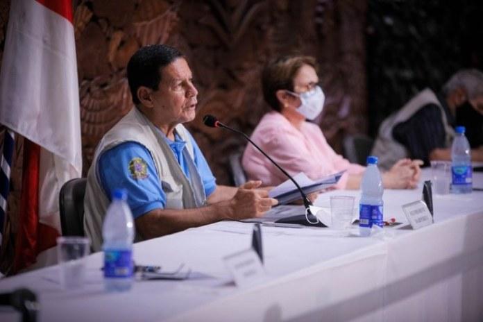 Embaixadores visitam laboratório de investigação criminal na Amazônia