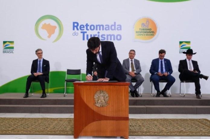 Governo anuncia plano de Retomada do Turismo