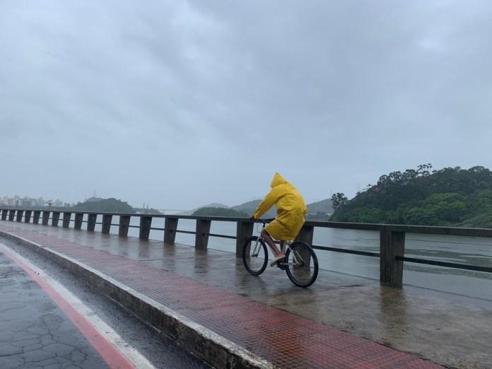 ES tem alerta de tempestade para vários municípios — Foto: Naiara Arpini/ G1 ES