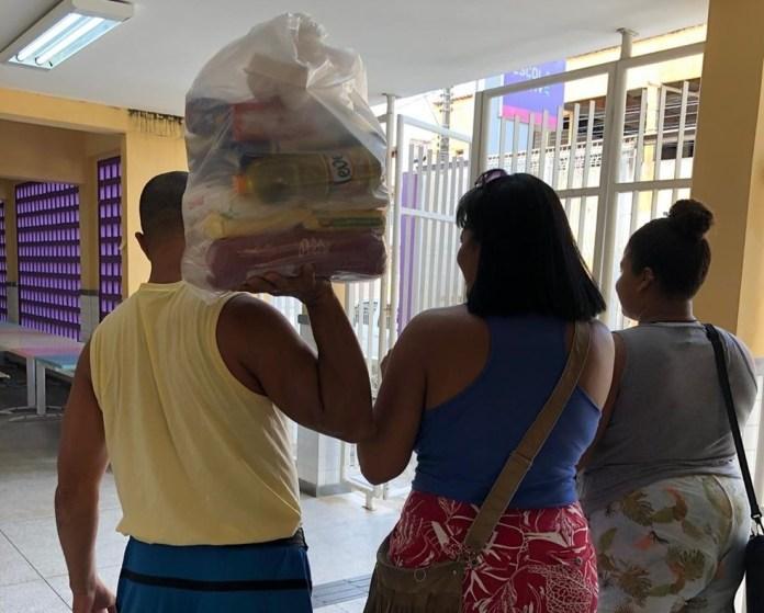 Fornecimento de cestas básicas iniciado em abril em decorrência da suspensão das aulas presenciais — Foto: Divulgação/Governo ES