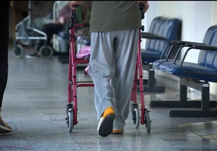 Aumentam casos de violência contra idosos; em imagem de arquivo — Foto: Reprodução/RBS TV