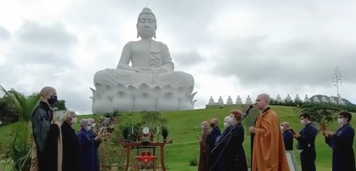 Vinte monges participaram de cerimônia de batismo espiritual do Buda de Ibiraçu