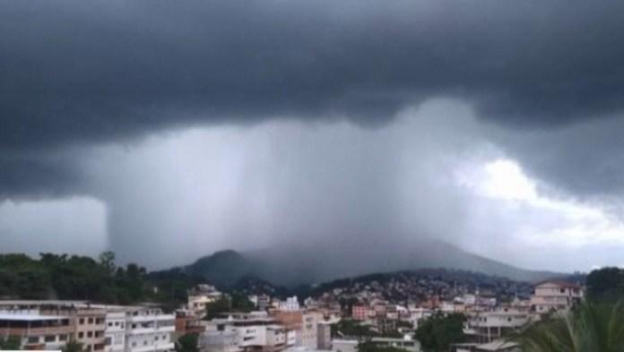 Chuva em Cachoeiro de Itapemirim, ES — Foto: Rosana Garcia