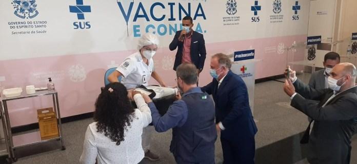 Caixa com doses da vacina chegando ao Hospital Jayme dos Santos Neves, na Serra, em 18 de janeiro — Foto: Any Cometti/G1
