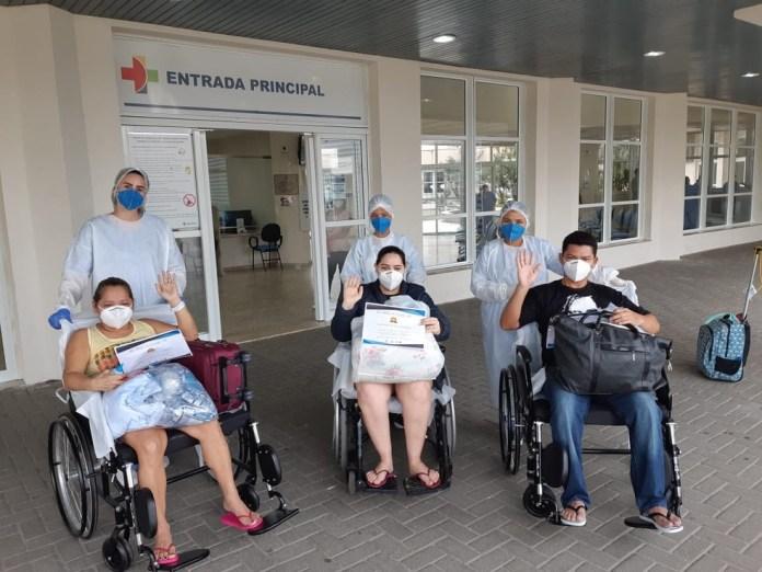 Pacientes de Manaus têm alta após tratarem a Covid-19 no ES — Foto: Divulgação/ Sesa