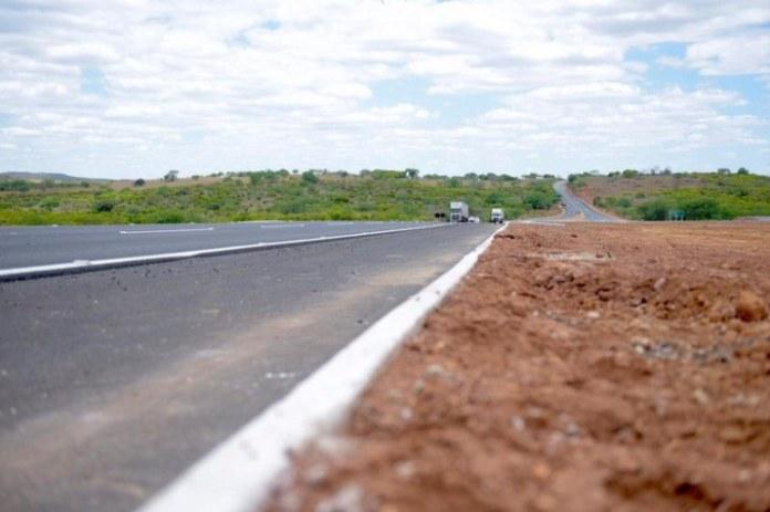 Governo entrega mais 77,6 quilômetros de pista pavimentada na BR-235/BA