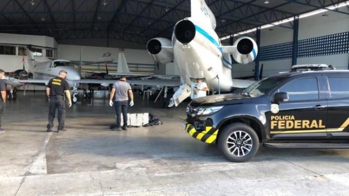 PF apreende cerca de meia tonelada de cocaína em aeroporto de Salvador (BA)