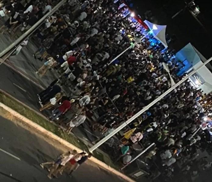 Em Marataízes, a PM usou bombas para a dispersão de um grupo que insistia em se aglomerar na orla na madrugada de domingo (14)
