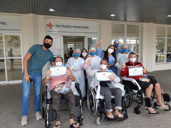 Pacientes de Manaus recebem alta de hospital no ES — Foto: Divulgação/ Sesa