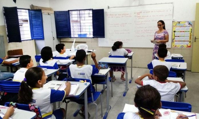 Lançado programa para incentivar permanência nos anos finais do ensino fundamental