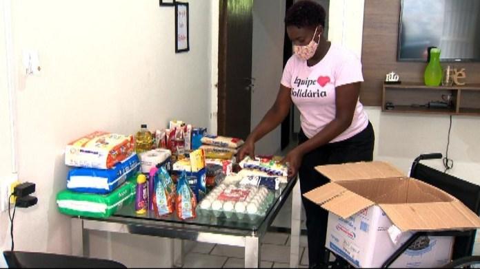 Grupo organizado pela secretária Marina Conceição dos Santos já doou mais de 50 mil marmitas no ES