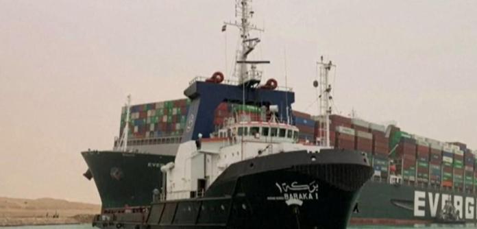 Um navio que encalhou no Canal do Suez, no Egito, saiu da China em direção à Holanda