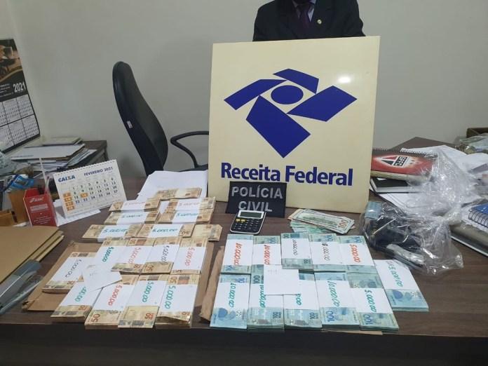 Policiais apreenderam R$ 170 mil em dinheiro, em Maringá — Foto: Divulgação/PCPR