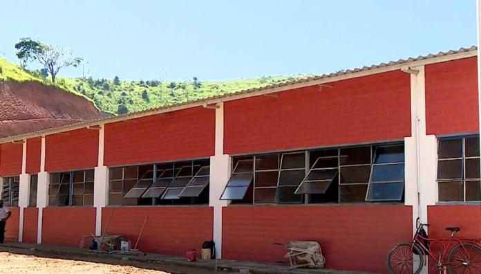 Prédio é reformado às pressas para receber pacientes com Covid-19 em Barra de São Francisco, ES